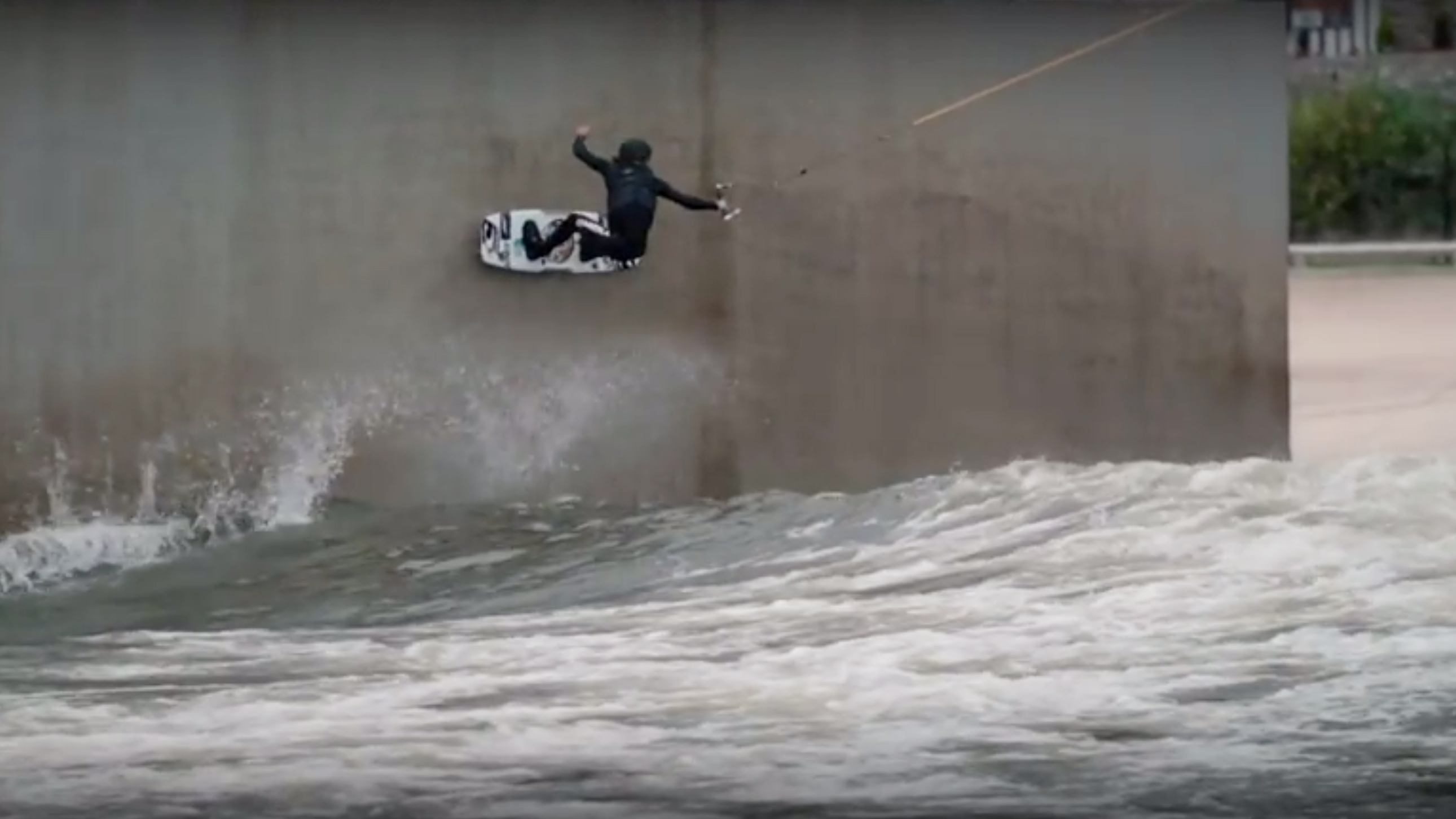 nico von lerchenfeld wall ride at Surf Snowdonia