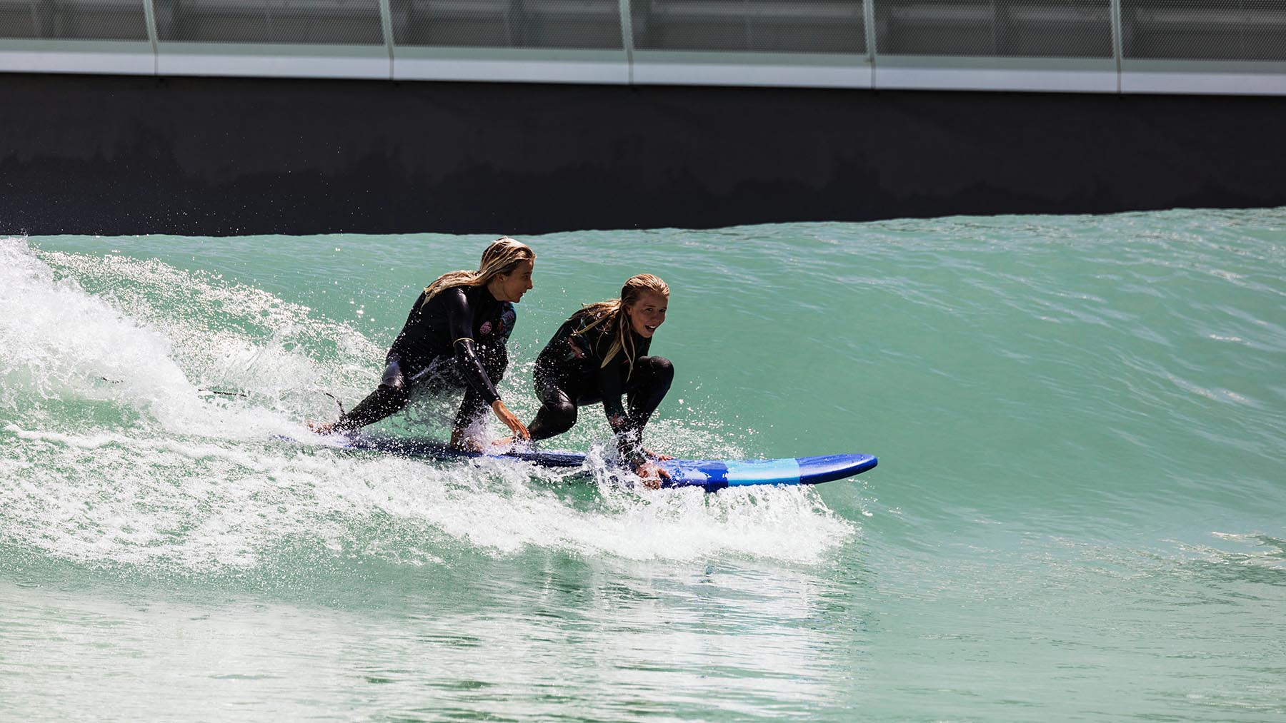 tandem surfing at urbnsurf